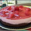 bavarois aux fraises sur biscuit au chocolat