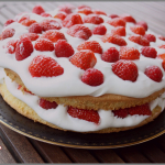 Victoria sponge cake aux fruits rouges