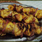 Brochettes de poulet au bacon