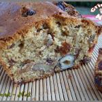 Cake aux noix, noisettes, cranberries et raisins secs.
