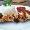 Brochettes de poulet et tomates provençales