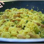Riz au curcuma, poulet et courgettes