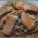 Spaghettis au saumon et petits légumes