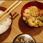 Crevettes et choux pak choï au wok.
