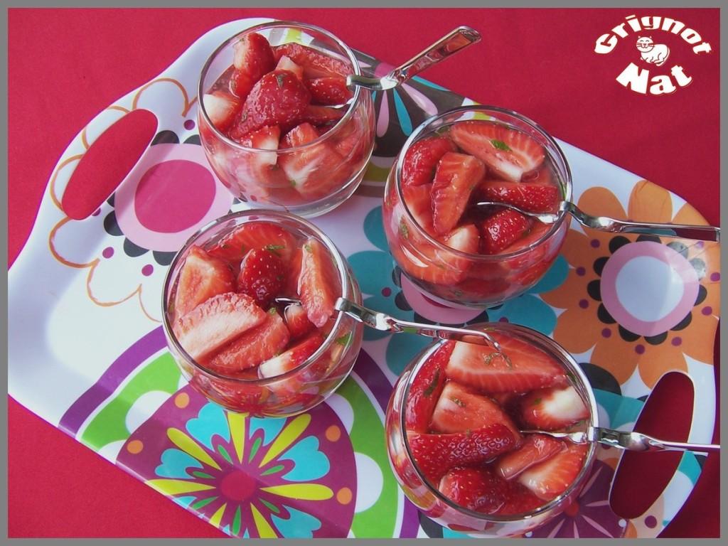 fraises-au-vin-rose