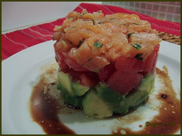 Salade tomates, avocats et saumon fumé