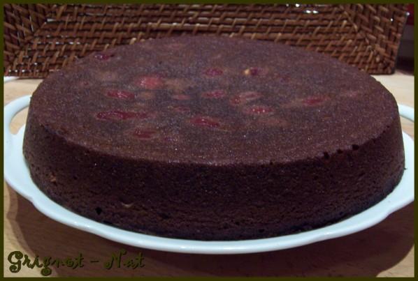 Gâteau au chocolat et aux cerises 3